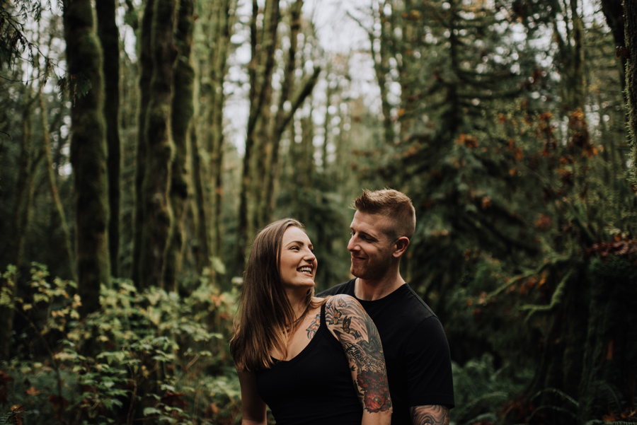 golden-ears-park-maple-ridge-laughing-couple