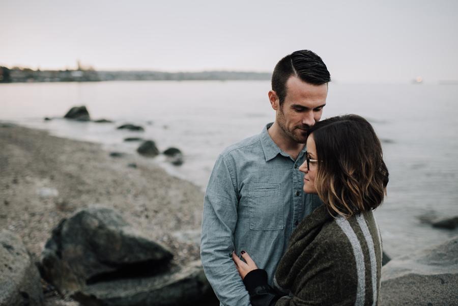 kitsilano-beach-vancouver-couple