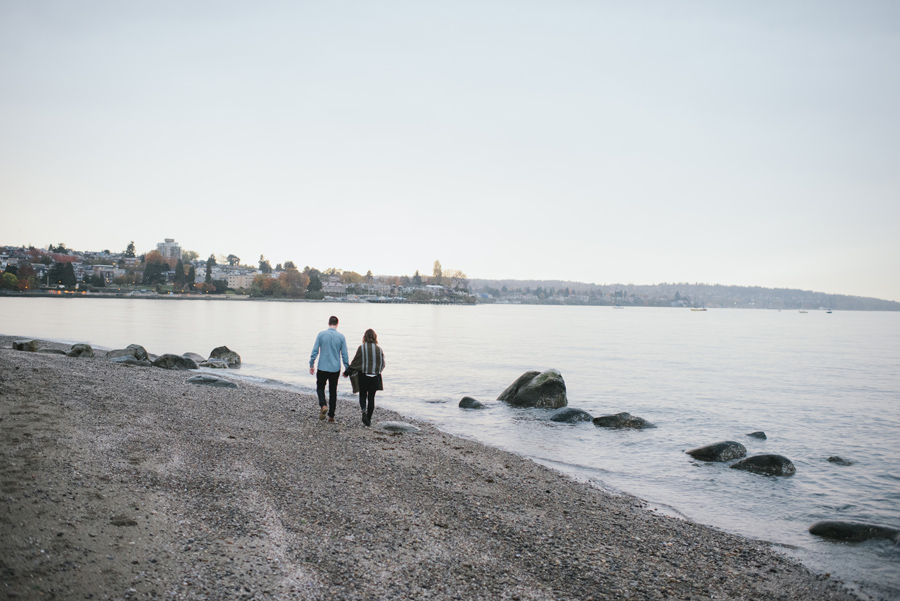 kitsilano-beach-vancouver-walking-couple