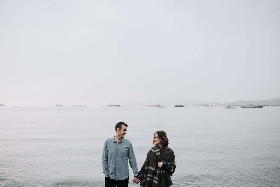 kitsilano-beach-vancouver-holding-hands
